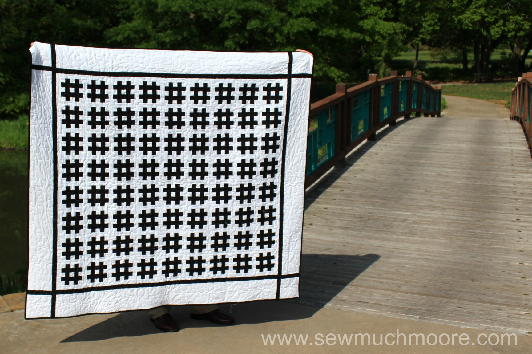 Hashtag Graduation Quilt - Make this fun and modern quilt! Watch the video and use the tutorial and make your own! #DIY #Quilt #ModernQuilting #HashtagQuiltBlock #HastagQuilt #StripologyRuler #ContemporaryQuilt #QuiltPhotography