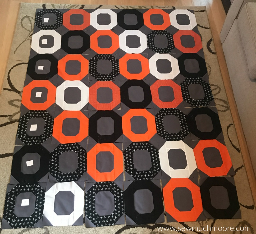 The Ooo Quilt is a fun and modern quilt! This quilt is a super easy pattern! This is the layout I tried before I sewed it all together! There is even a great video tutorial! #quilt #modernquilting