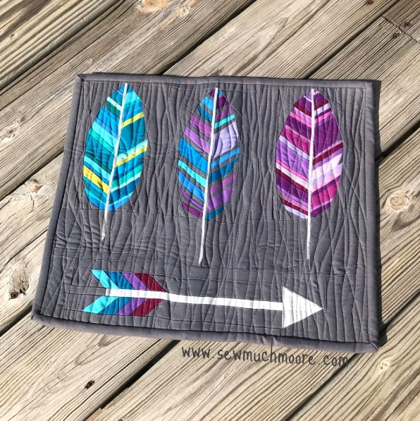 15 Fabulous Patterns for Fall - Paper pieced feathers - Let me share some really great patterns and inspiration with you so you can start creating! Check out these 15 fabulous patterns for fall! #simple #TableRunners #AutumnLeaves #JellyRolls #WallHangings #FallQuiltBlocks #Quilting #ColorCombos #Fabric #PaperPiecing #Fun #Easy #Quick #pattern