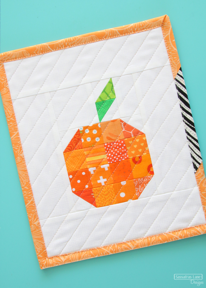 15 Fabulous Patterns for Fall - Sassafras-lane Mini Pumpkin - Let me share some really great patterns and inspiration with you so you can start creating! Check out these 15 fabulous patterns for fall! #simple #TableRunners #AutumnLeaves #JellyRolls #WallHangings #FallQuiltBlocks #Quilting #ColorCombos #Fabric #PaperPiecing #Fun #Easy #Quick #pattern