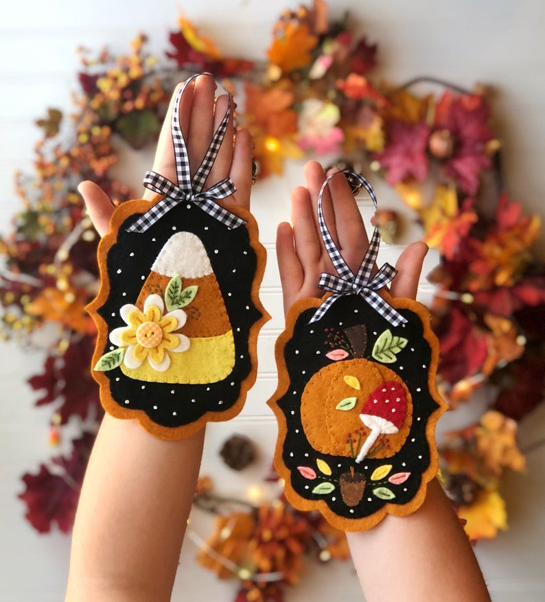 This is an adorable pattern for two felt ornament designs. A folksy candy corn and a pumpkin with mushroom.